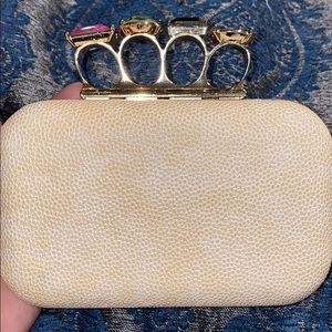 Bebe knuckle clutch